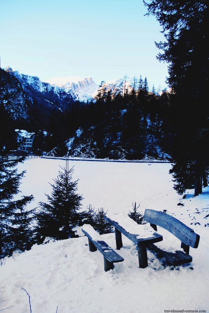 lago-di-braies-innevato