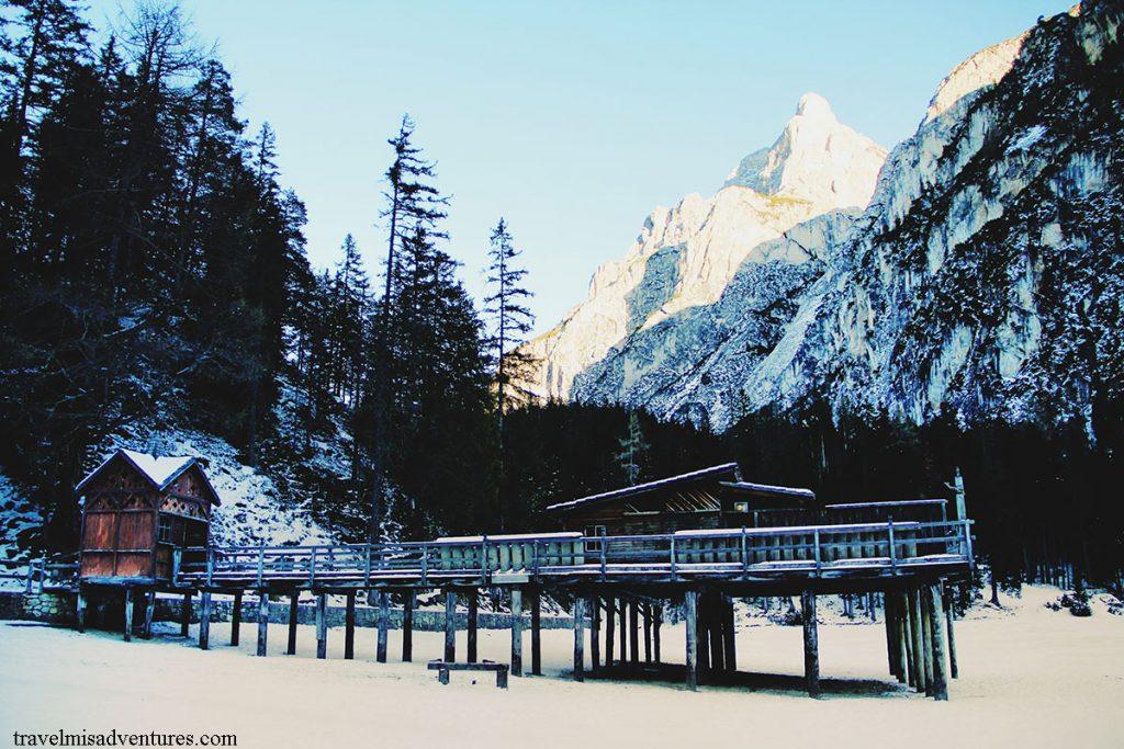 lago-di-braies-inverno-neve