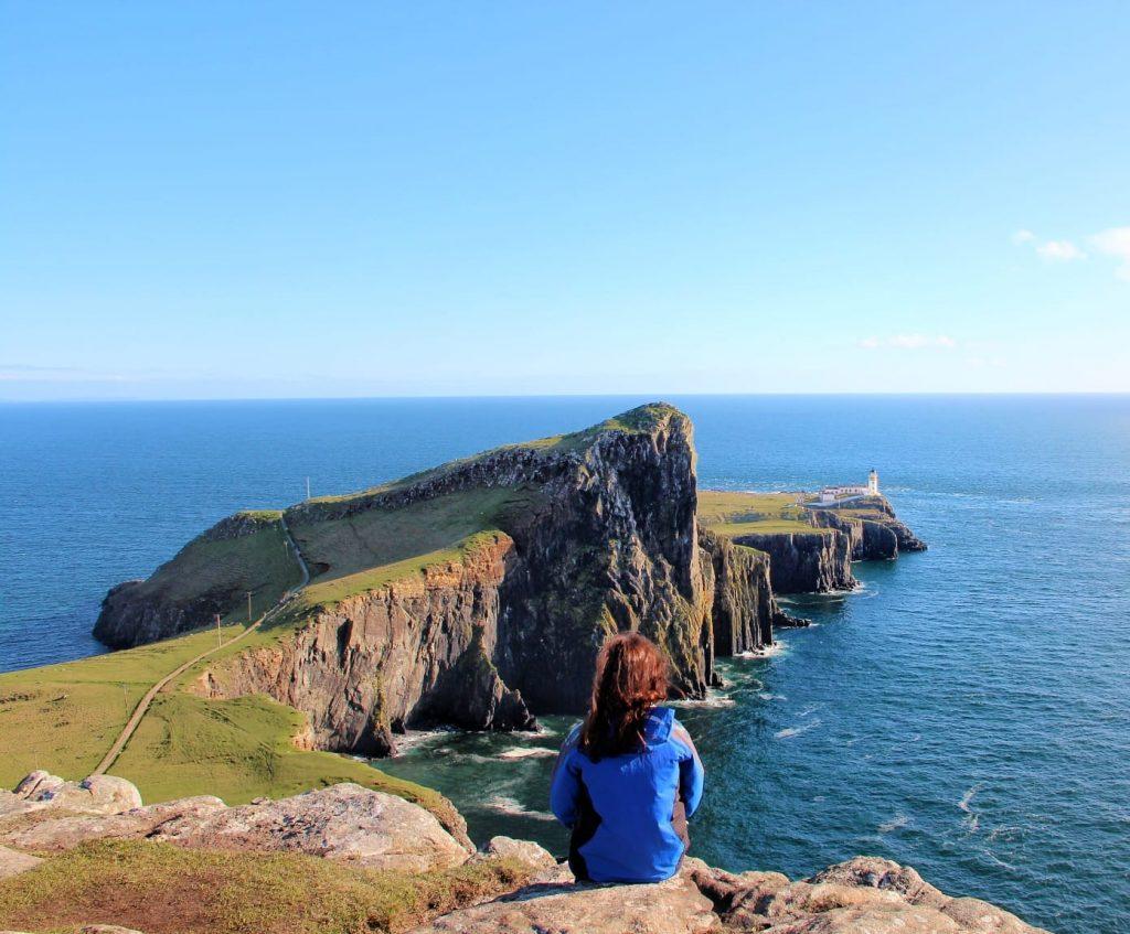 Neist point lighthouse dall'alto isola di skye scozia