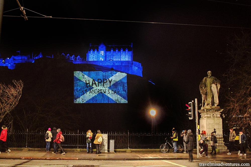 Edimburgo castello illuminato